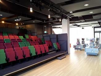 Bibliotheek Waddinxveen op de BG, met links het theater