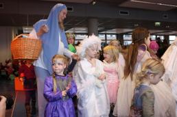 Levende kerststal Misschien met als kindeke Jezus het jongste BoekStart lid van de bibliotheek?